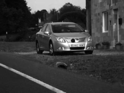 Un camuflado de la Guardia Civil, embestido por otro coche recién multado por radar