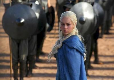 Vaya cambio ver a Emilia Clarke sin maquillaje