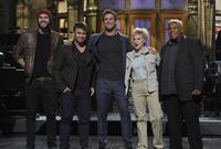 Chris Hemsworth en SNL, pasen y rían