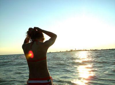 Cómo cuidar tu pecho al sol