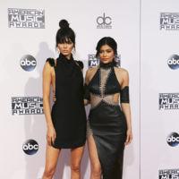 Los American Music Awards nos dejan una pedazo de alfombra roja
