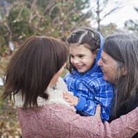 Mila Makovec tiene seis años y una enfermedad neurodegenerativa rara: su tratamiento es el gran ensayo de la medicina de precisión