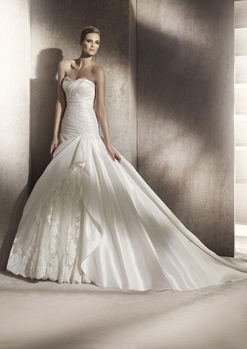 foto de pronovias, vestidos de novia 2012: blanca y radiante (4/30)