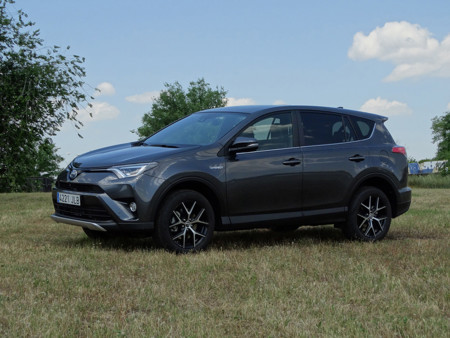 Probamos el Toyota RAV4 hybrid, un SUV moderno y silencioso