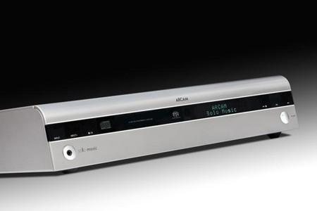 Los Arcam Solo Movie y Solo Music integran receptor A/V y reproductor en un solo aparato
