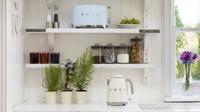 Un toque retro en tu cocina con la tostadora y el hervidor de agua de la línea Smeg 50's Style