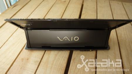 Sony Vaio Duo 11 acabado trasera