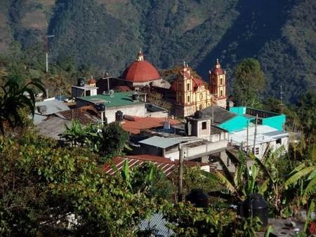 En Villa Talea de Castro (Oaxaca) desafían a las gigantes telefónicas