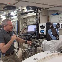 La Estación Espacial Internacional inaugura el primer robot de vuelo libre