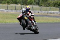 Troy Bayliss se lleva de paseo a Mark Webber