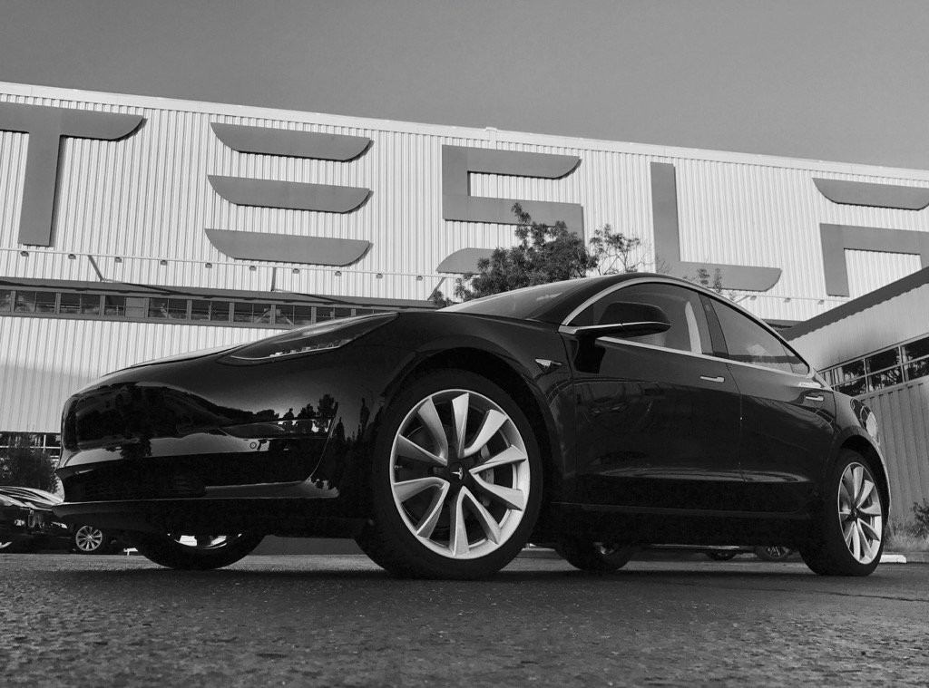 Tesla Model tres Sn1 Production Unit 1