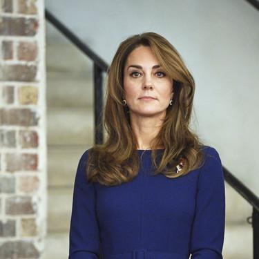 Kate Middleton vuelve a hacer alarde de su estilo elegante con un sencillo vestido azul que podría inspirar a miles de chicas