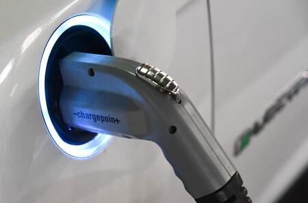 Los autos eléctricos serán más baratos de producir que los de combustibles fósiles  para 2027, según BloombergNEF