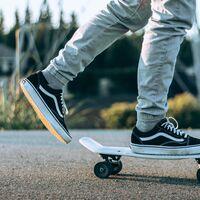 Zapatillas y camisetas de Vans rebajadas a mitad de precio en las segundas rebajas de El Corte Inglés