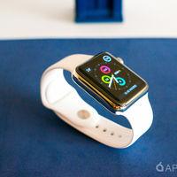 """Diseñando el sonido: el """"ding"""" del Apple Watch se creó golpeando el modelo de acero con un martillo"""