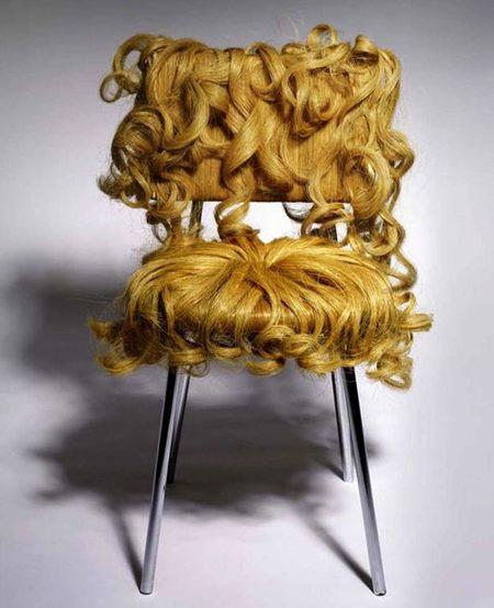silla rubia rizos