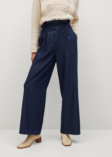Mango tiene los pantalones de campana que demuestran que los años 70 siguen formando parte de nuestro armario