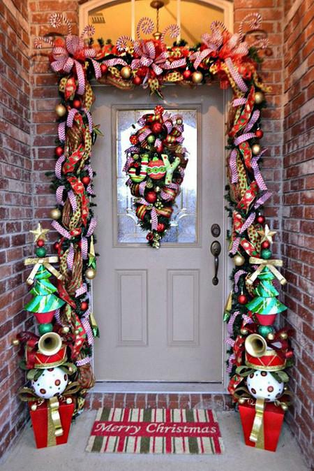 Ideas Para Decorar Puertas En Navidad.17 Ideas Para Decorar La Puerta De Tu Casa Esta Navidad
