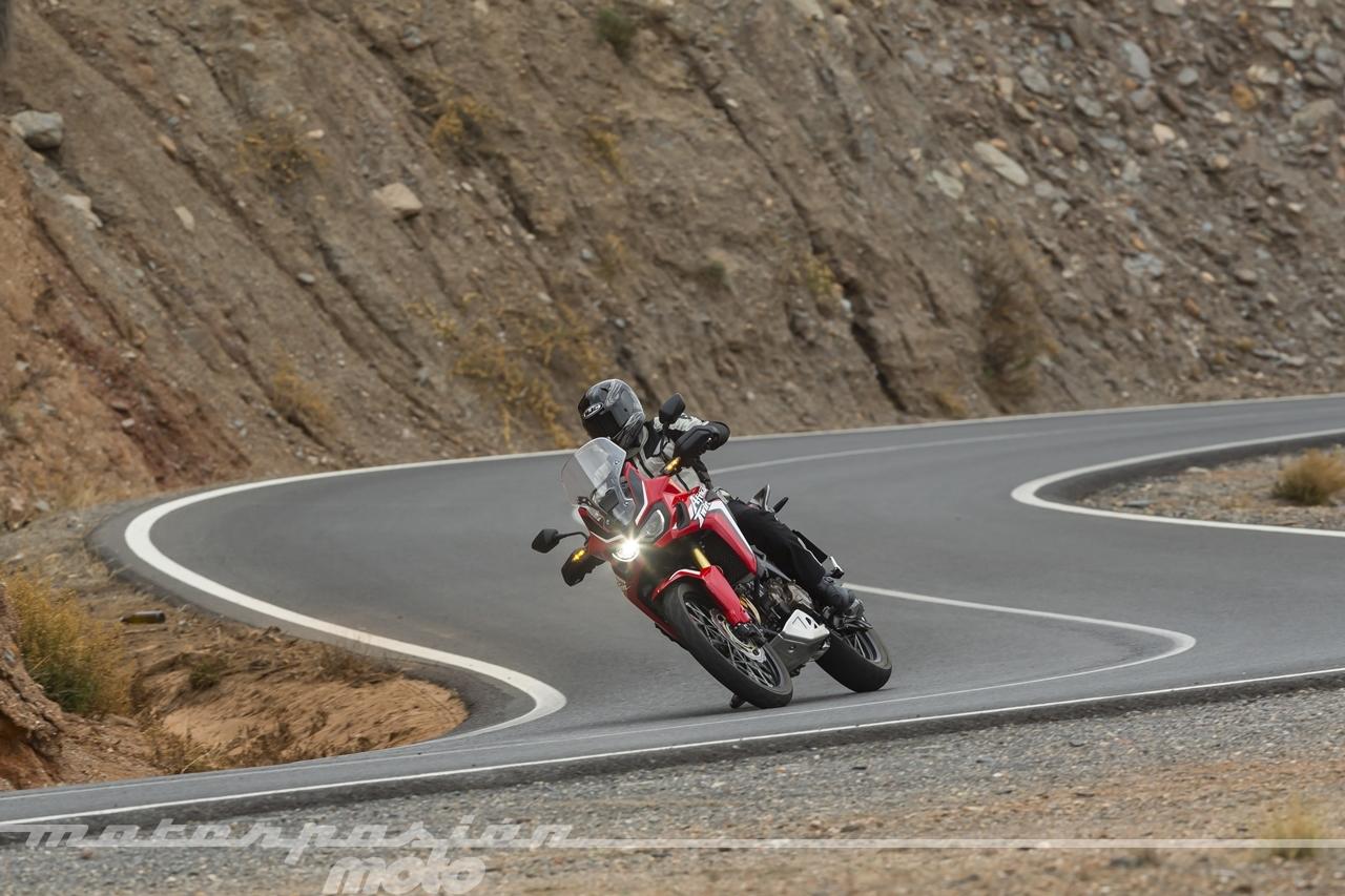 Foto de Honda CRF1000L Africa Twin carretera (14/23)