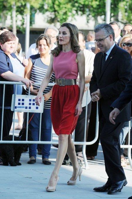 La princesa Letizia escoge el rojo para el Verano