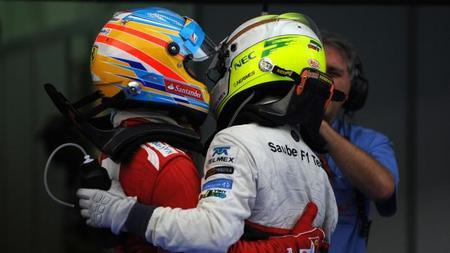 Fernando Alonso, nada contento con su antiguo aliado Sergio Perez