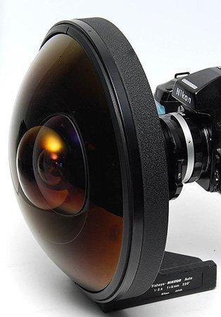 Objetivo Nikon con 220 grados de visualización, para los que les sobre el dinero