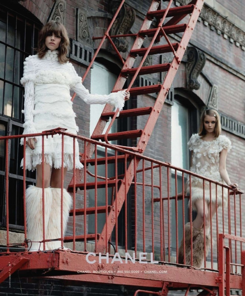 Más imágenes de la campaña de Chanel Otoño-Invierno 2010/2011: esquimales en la ciudad