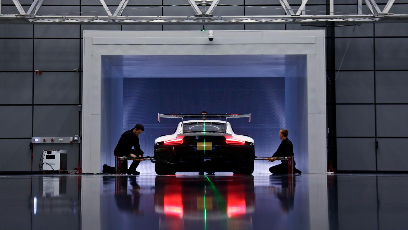 Foto de Porsche 911 RSR GTE 2019 (41/41)