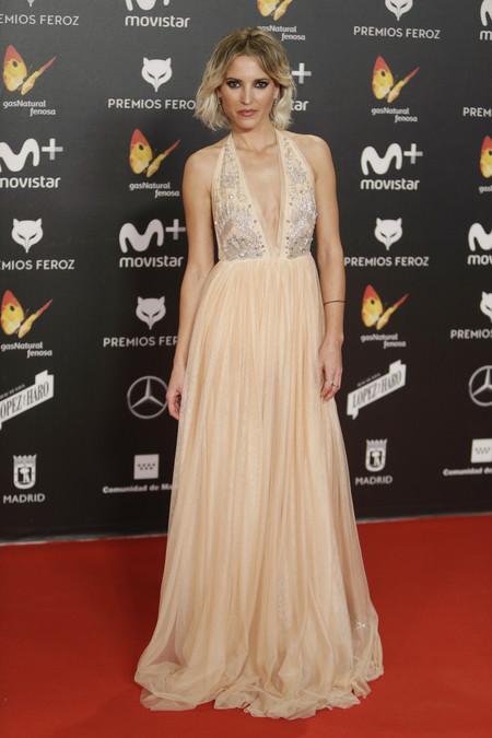 premios feroz alfombra roja look estilismo outfit Ana Fernandez