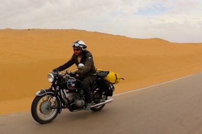 El Sahara en moto histórica. Al Aaiun.