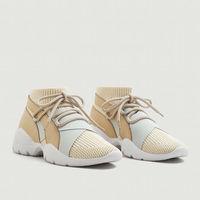 Las zapatillas de Mango que no tienen nada que envidiar a las de Balenciaga (y se van a agotar)