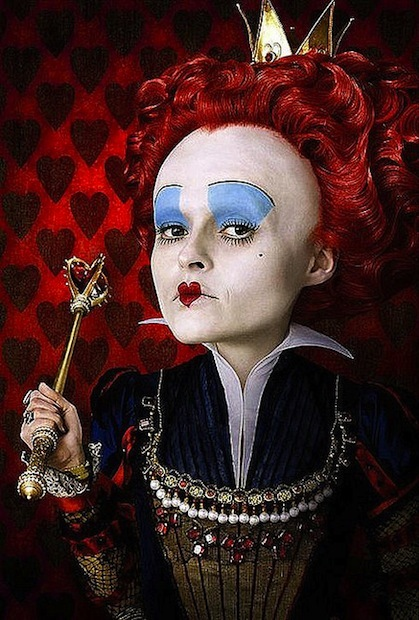 Helena Bonham Carter haciendo migas con la Reina, mira tú...
