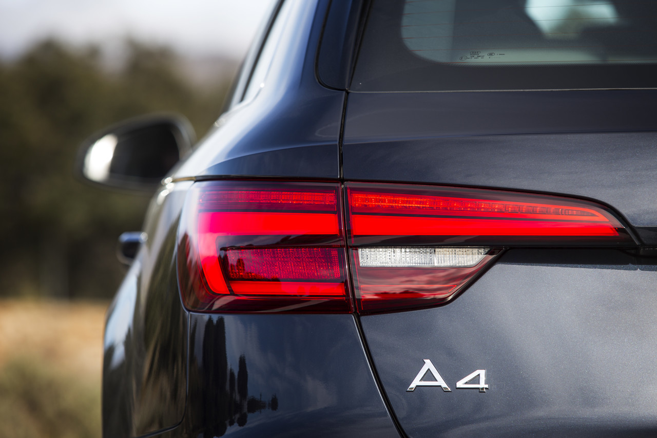Audi A4 2016 42 63