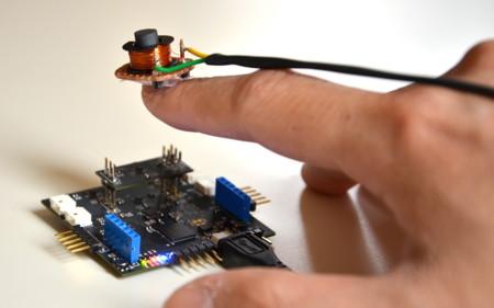 Este proyecto utiliza imanes para registrar cómo mueves los dedos en la realidad virtual