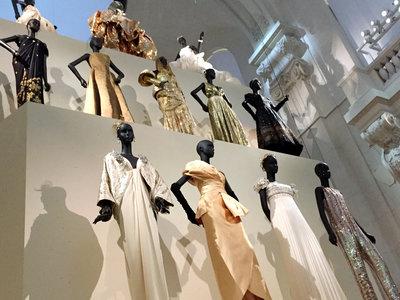 De las alfombras rojas y pasarelas al museo: 70 años de Christian Dior en el Museo de Artes Decorativas de París