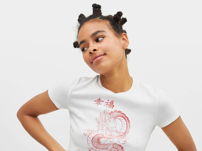 Esta es la camiseta de Rosalía que (todavía) se encuentra disponible en Bershka por menos de 8 euros