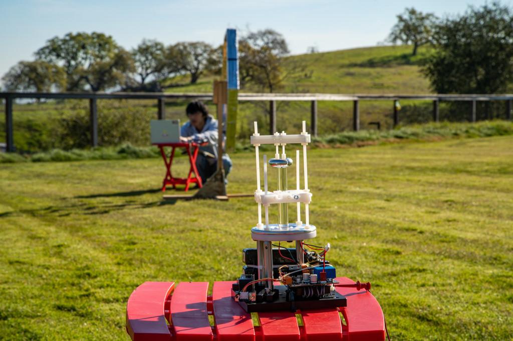 Una antena VLF de cuatro pulgadas planeta una solución a las emisiones de radio subterráneas