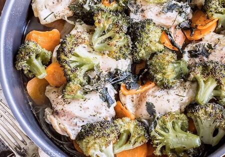 Muslitos de pollo con brócoli al horno. Receta fácil y saludable