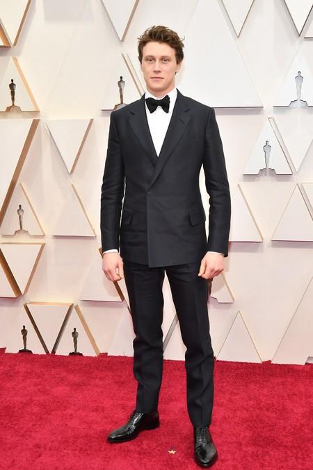 George Mckay Adopta El Minimalismo En Su Look De Gala Para Los Premios Oscar 2