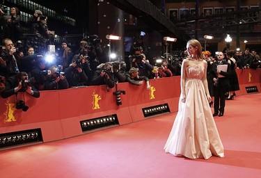 El paso de Cenicienta por la Berlinale y sus múltiples looks de ensueño