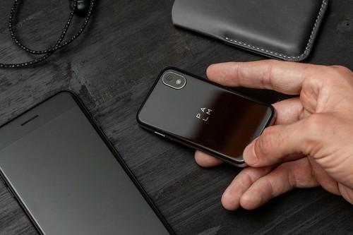 Palm, Kyocera y otros móviles diminutos: vuelve la nostalgia por lo pequeño