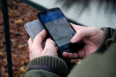 Nueve funciones clave de Google Maps para viajar en coche: de consultar los radares a controlar los aparcamientos