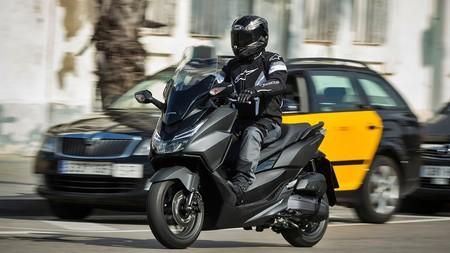 Barcelona multará desde el 15 de septiembre a las motos anteriores a 2003 que entren en la Zona de Bajas Emisiones