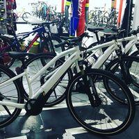 Trabajo en una tienda que vende bicicletas eléctricas: Así ha cambiado mi negocio y esto es lo que piden los clientes