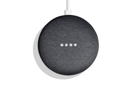 Google trabaja en arreglar un fallo en el Google Home Mini que hace que grabe sin parar el audio que registra