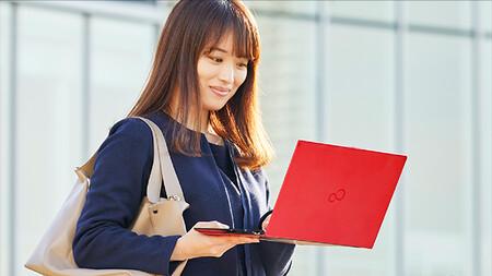 Fujitsu lanza dos ultrabooks profesionales para teletrabajo: potentes, ultraligeros y optimizados para videoconferencias