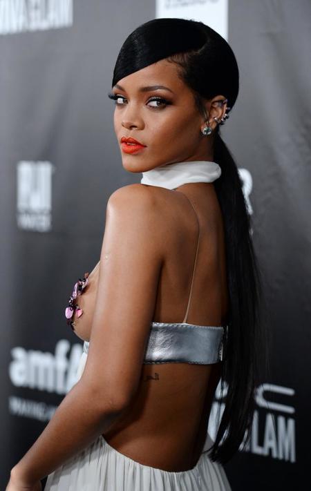 Las celebrities lucen looks de lo más variados en la Gala AmFAR