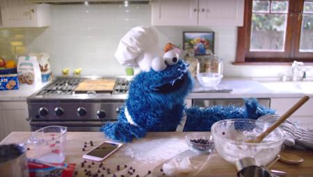 El monstruo de las galletas es el protagonista del nuevo anuncio del iPhone 6s