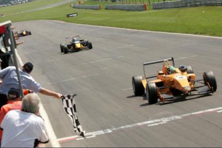 Jaime Alguersuari se pone líder de la Fórmula 3 Británica