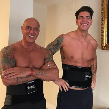 Diego Matamoros y Kiko Matamoros unen sus fuerzas con los torsos desnudos (y varias pullitas) gracias a esta milagrosa faja